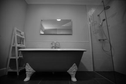 Floor standing bath
